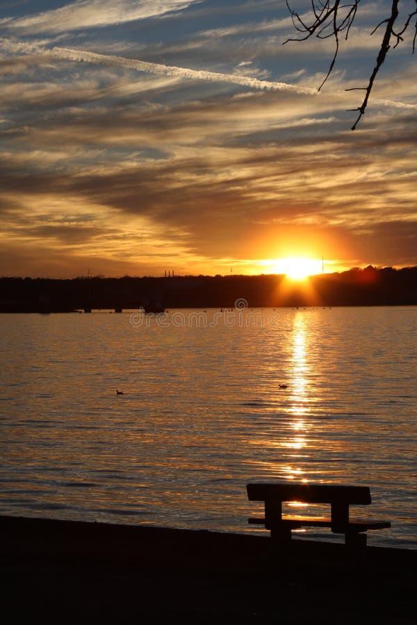 Banco nel lago Weatherford fotografia stock libera da diritti