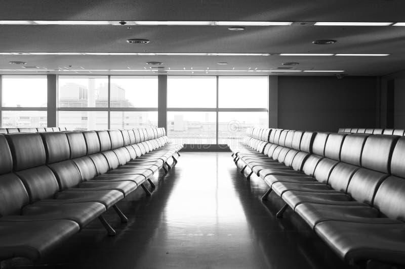 Banco no terminal do aeroporto fotos de stock royalty free