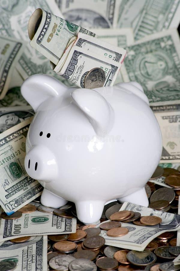Banco Piggy com dinheiro fotografia de stock royalty free