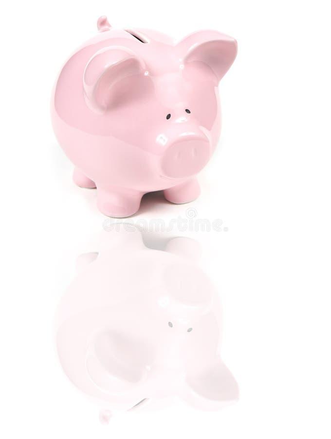 Banco Piggy cor-de-rosa com reflexão fotografia de stock royalty free