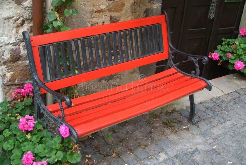 Banco rosso   fotografia stock