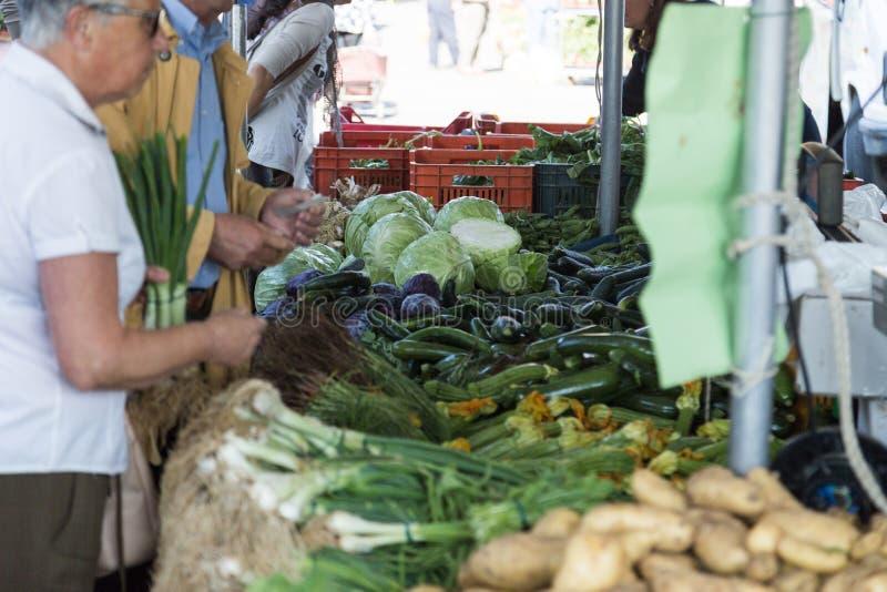 Banco vegetal en el mercado fotografía de archivo libre de regalías