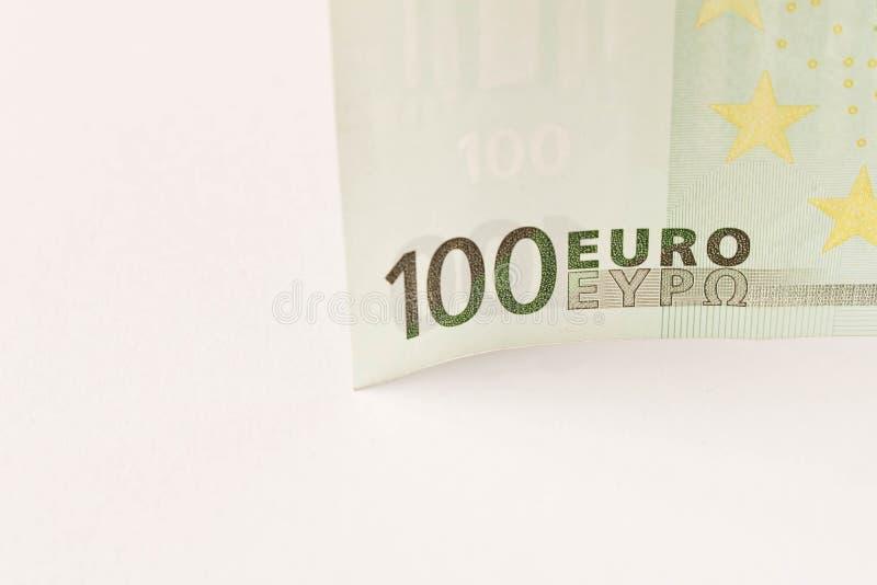 Banconota dell'euro 100 su un fondo leggero Fine in su Il concetto del risparmio immagine stock libera da diritti