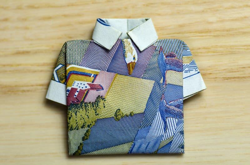 Banconota piegata come camicia immagini stock libere da diritti