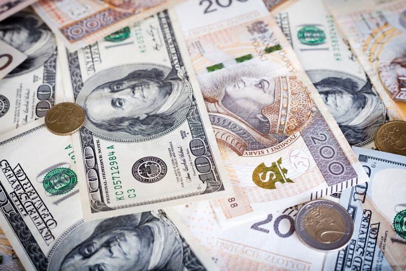 Banconote del dollaro americano e della zloty polacca, soldi immagini stock