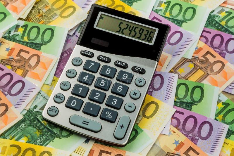 Banconote dell'euro e del calcolatore fotografie stock