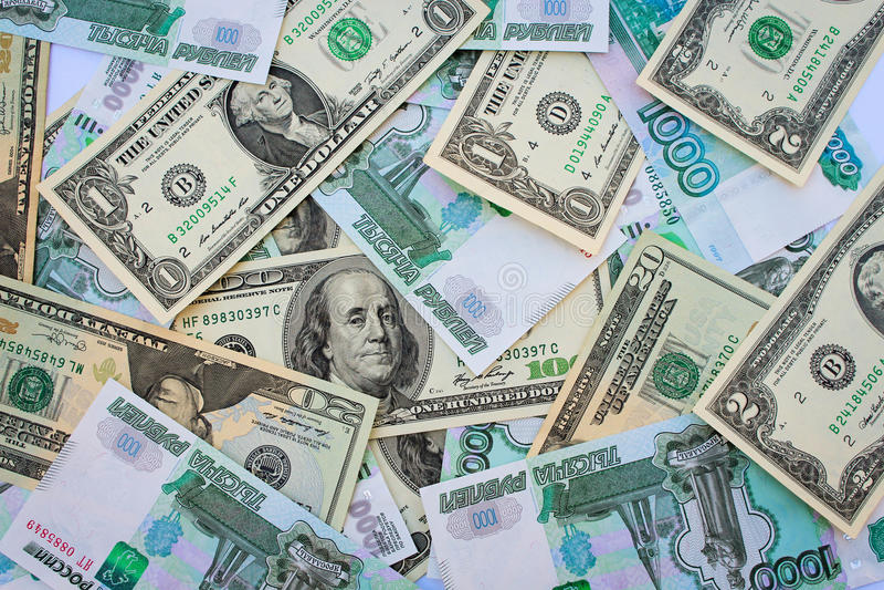 Banconote differenti del fondo dei dollari americani e delle rubli russe fotografie stock