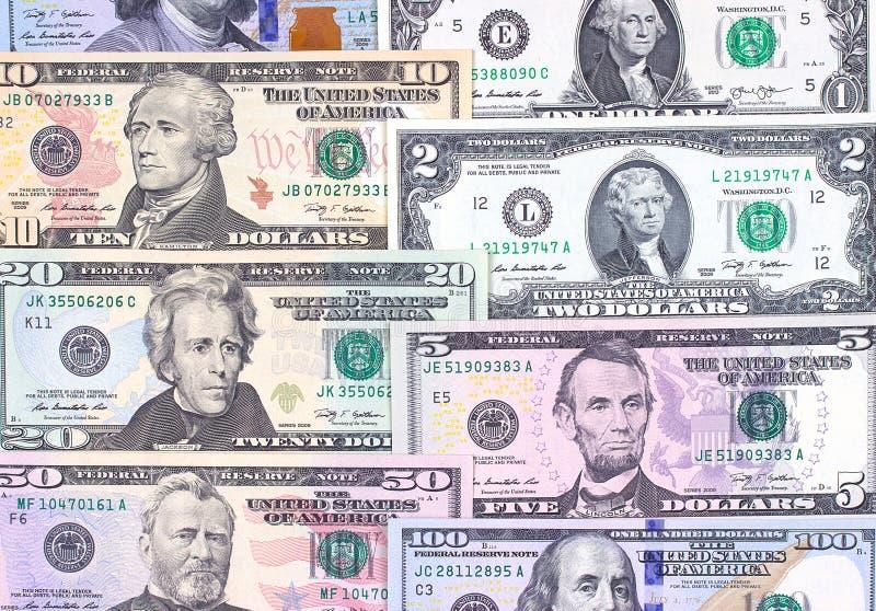 Banconote in dollari americane astratte del fondo differente di denominazione immagine stock libera da diritti