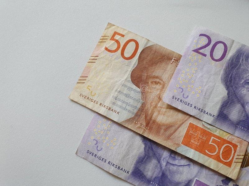 banconote svedesi delle denominazioni differenti e del fondo bianco immagini stock