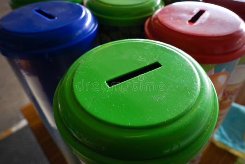 Bancos coloridos de la caja foto de archivo