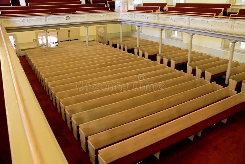 Bancos da igreja fotos de stock