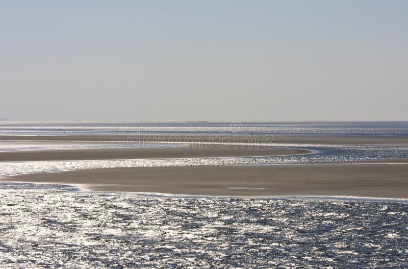 Bancos de arena en holandés Waddenzee cerca de la isla de Ameland foto de archivo libre de regalías