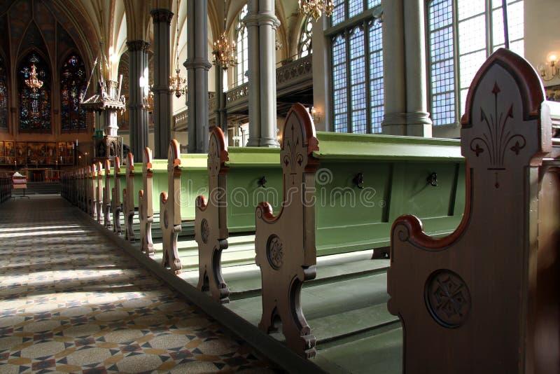 Bancos de la iglesia imágenes de archivo libres de regalías