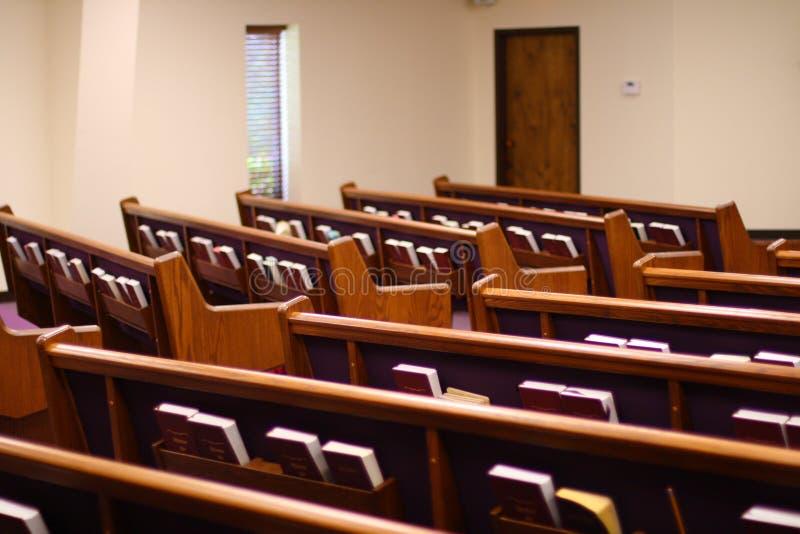 Bancos de la iglesia fotografía de archivo libre de regalías