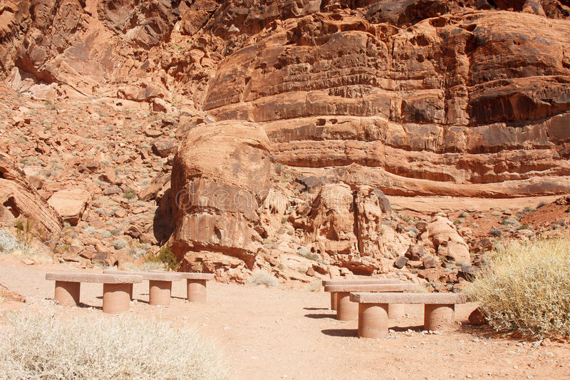Bancos de pedra na garganta vermelha da rocha imagens de stock