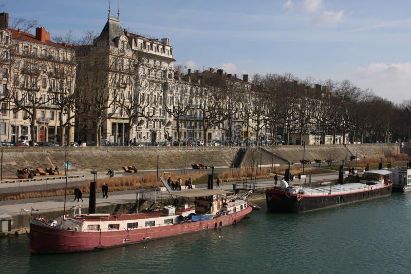 Bancos de rio de Rhone em Lyon imagem de stock
