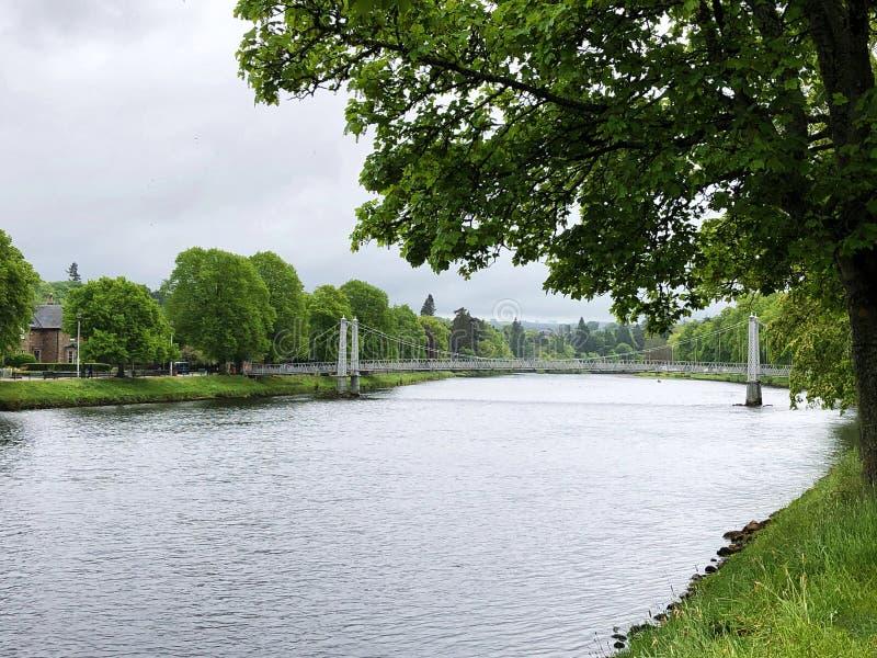 Bancos del río Ness en Escocia fotografía de archivo