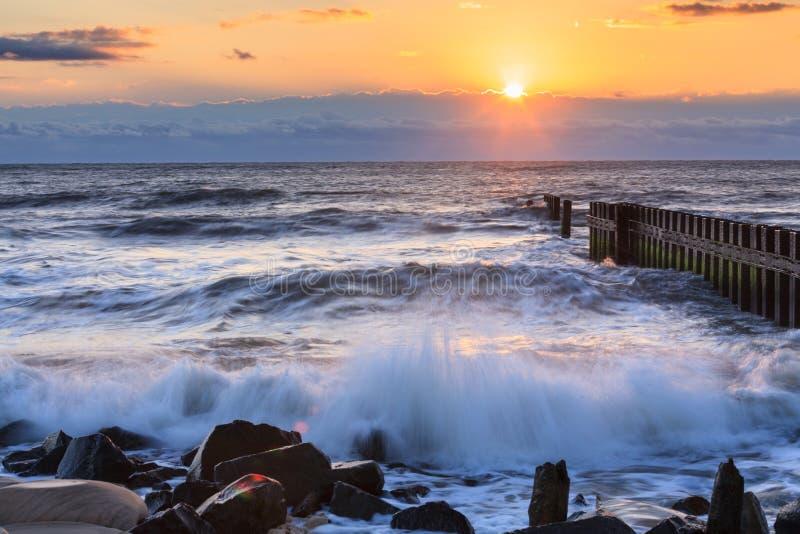 Bancos exteriores North Carolina do nascer do sol do oceano imagens de stock royalty free