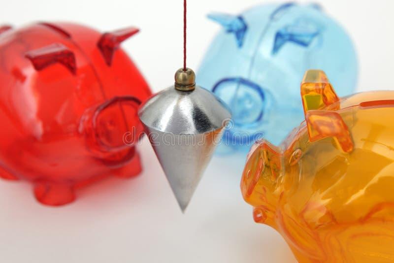 Bancos Piggy com prumo fotos de stock royalty free