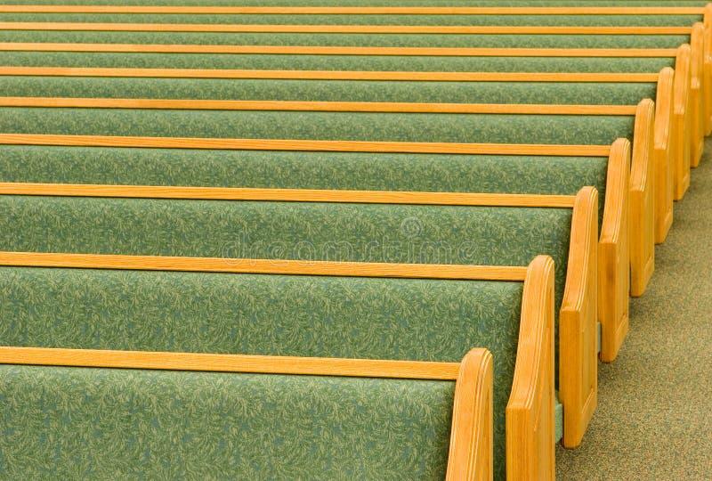 Bancos vacíos de la iglesia imagen de archivo libre de regalías
