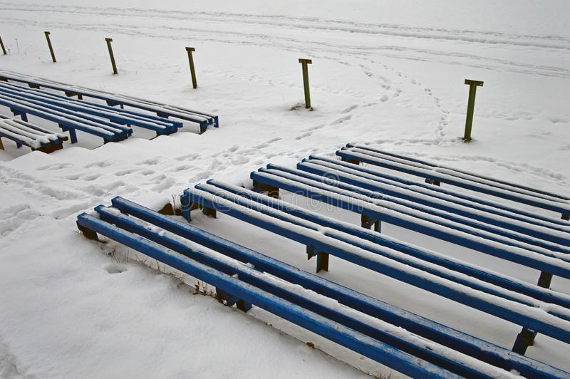 Bancs bleus de Milou longs photos stock