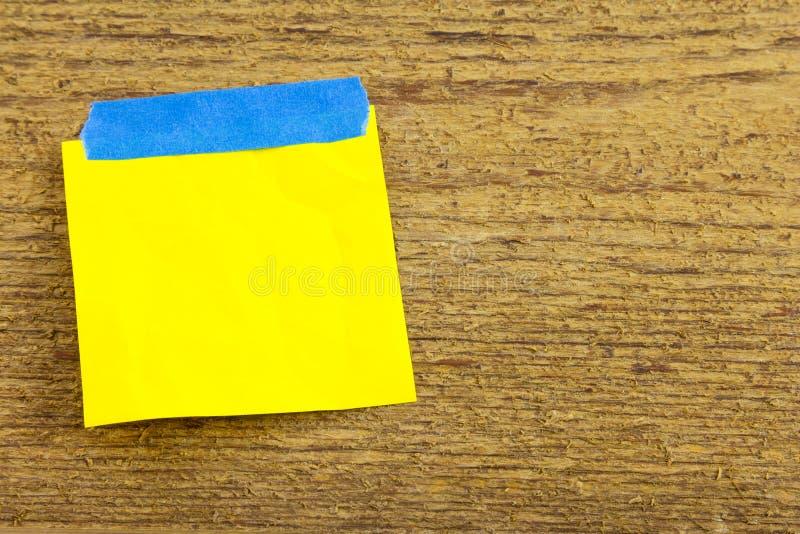 Band-Anzeigenfreier raum der klebrigen Anmerkung blauer lizenzfreies stockfoto
