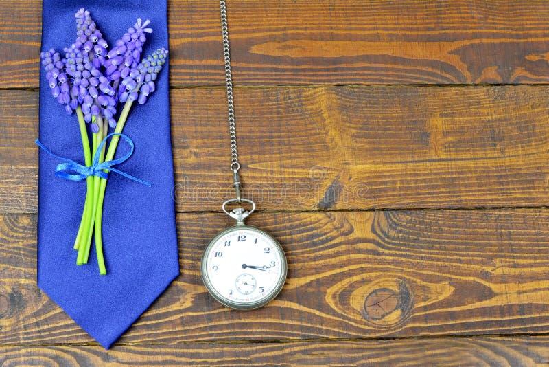 Band för faderdag, blommor och tappningrova royaltyfri bild