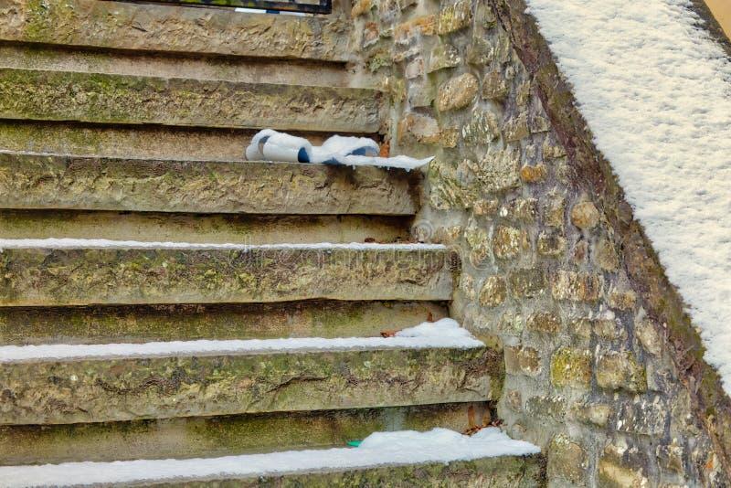 Band på dold trappa för snö arkivfoton