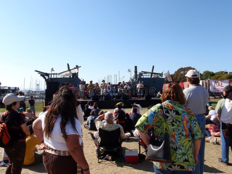 Band van de jam van Piraten op boot gestalte gegeven stadium royalty-vrije stock foto