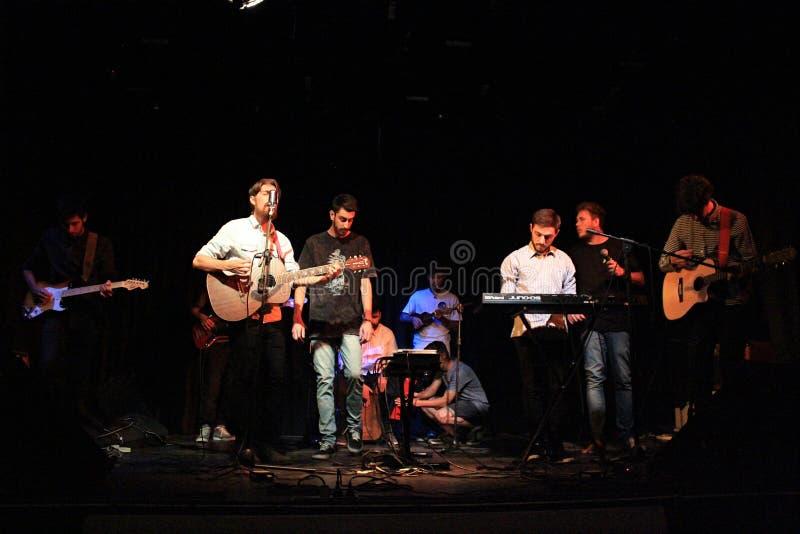 Band von den Musikern auf der Bühne stockbild