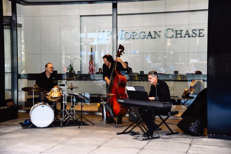 Banda de jazz que joga no festival de música da rua em New York fotografia de stock royalty free