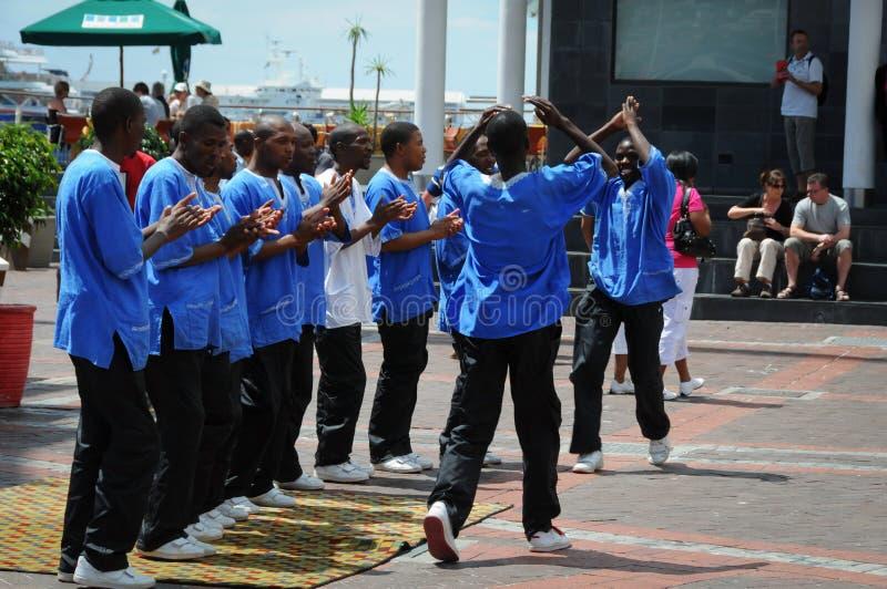 Banda de la calle del canto que se realiza en Cape Town imagenes de archivo