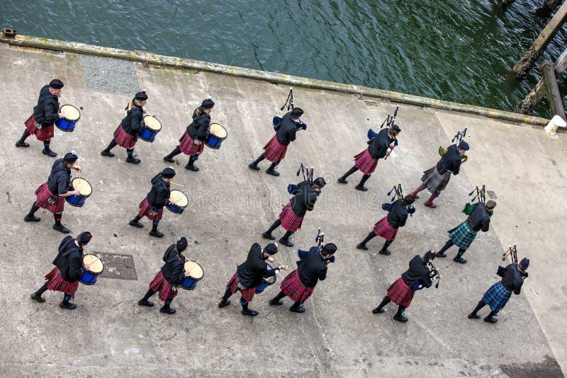 Banda de músicos escoceses tradicionales fotos de archivo