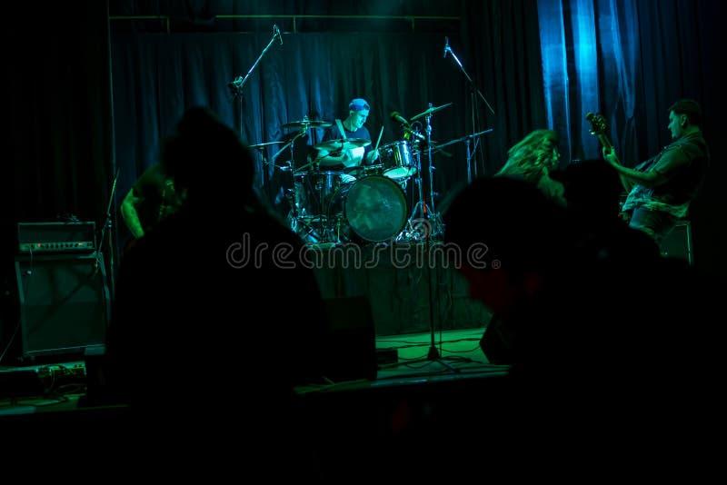 Banda de rock del concierto fotos de archivo