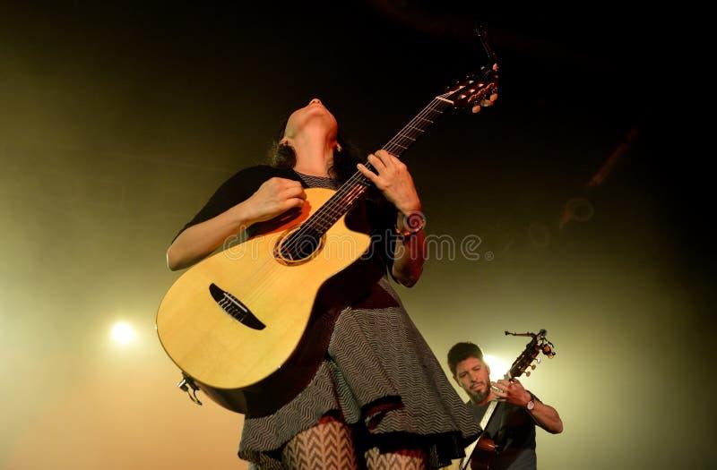 Banda de Rodrigo y Gabriela de México en concierto en la etapa del Razzmatazz foto de archivo