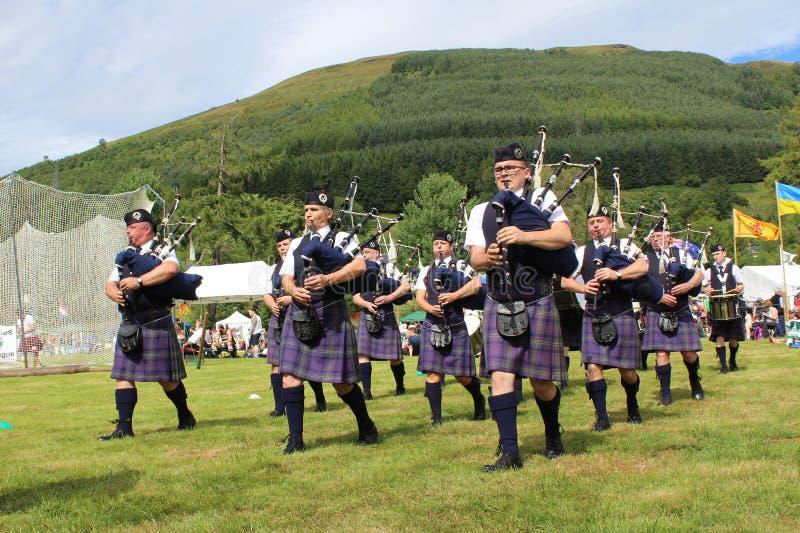 Banda del tubo que marcha, Escocia foto de archivo