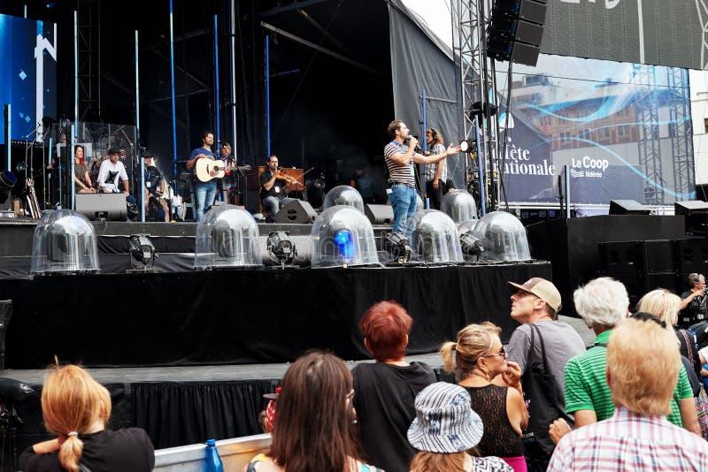 Banda di musica in scena ad un concerto pubblico all'aperto a Montreal, Quebec, Canada fotografie stock