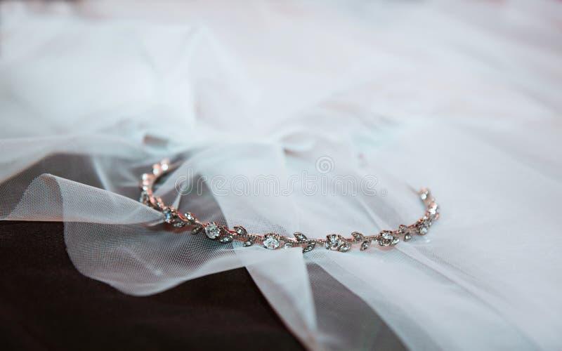 Banda di nozze del diamante dell'oro immagini stock libere da diritti