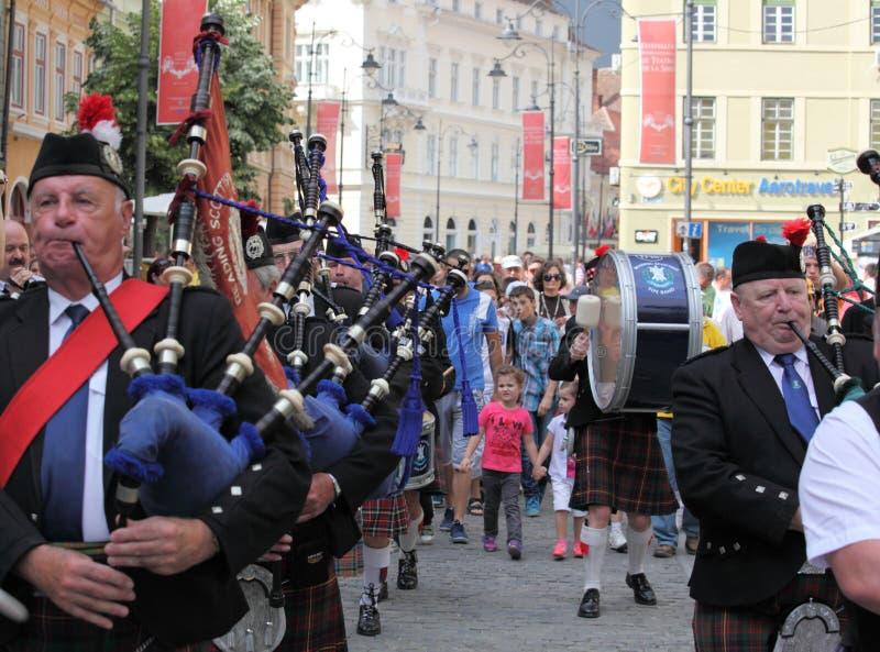 Banda escocesa que juega sus tubos del escocés fotos de archivo