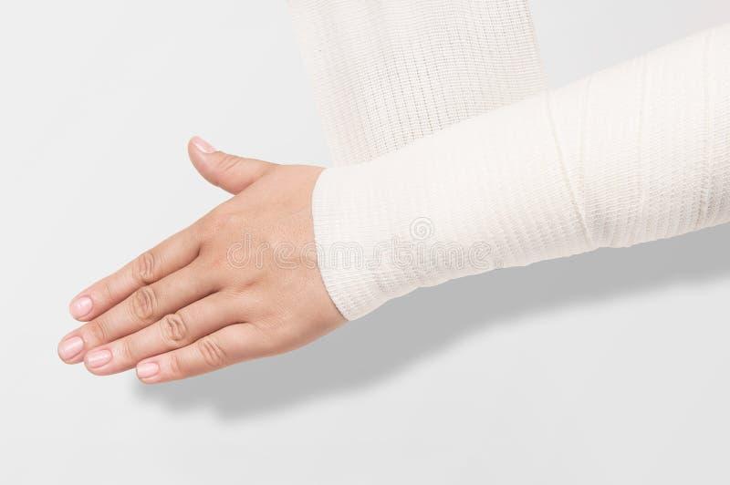 Bandage élastique sur l'avant-bras images libres de droits