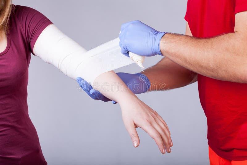 Bandage du bras photos libres de droits