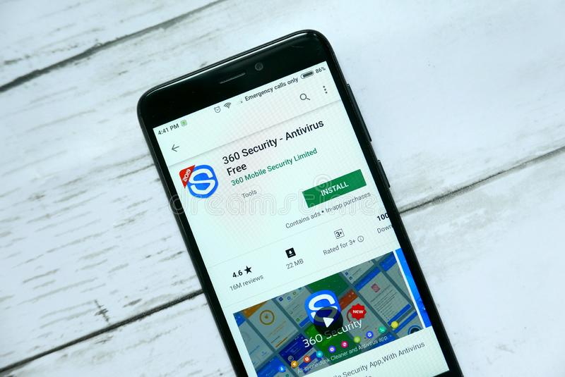BANDAR SERI BEGAWAN, ΜΠΡΟΥΝΈΙ - 21 ΙΑΝΟΥΑΡΊΟΥ 2019: Εφαρμογή ασφάλειας 360 σε ένα αρρενωπό κατάστημα παιχνιδιού Google στοκ φωτογραφία