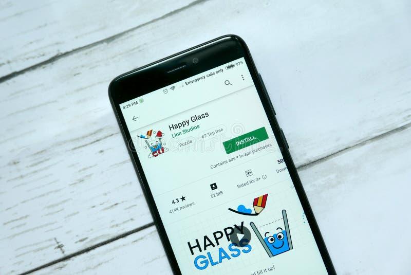 BANDAR SERI BEGAWAN, BRUNEI - 21. JANUAR 2019: Glückliche Glasanwendung auf einem androiden Google Play Store stockbilder
