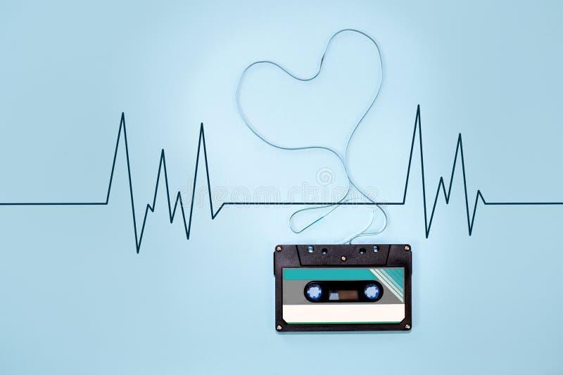 Bandband-Herzform der Kassette verwirrte stockbild