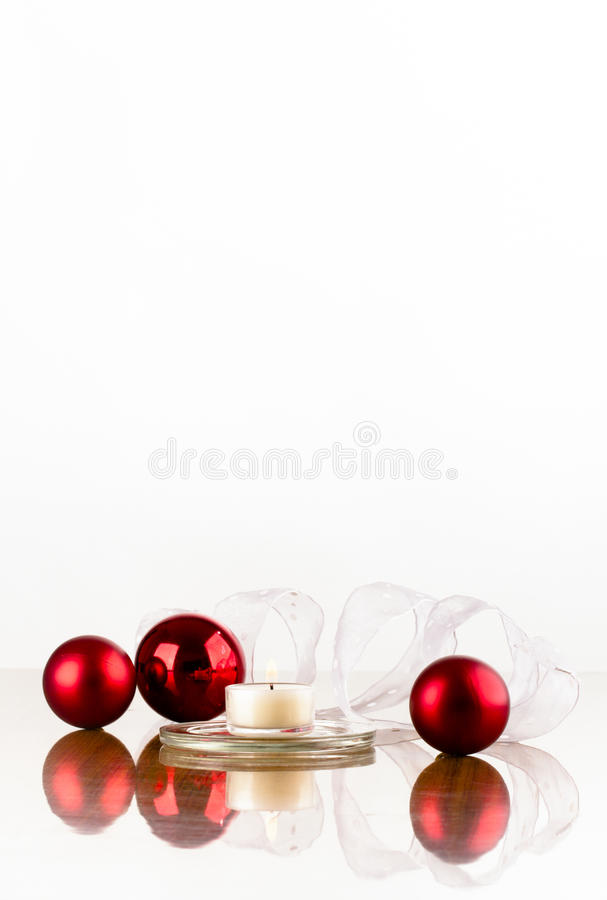Bande blanche d'ampoule rouge vertikal images stock