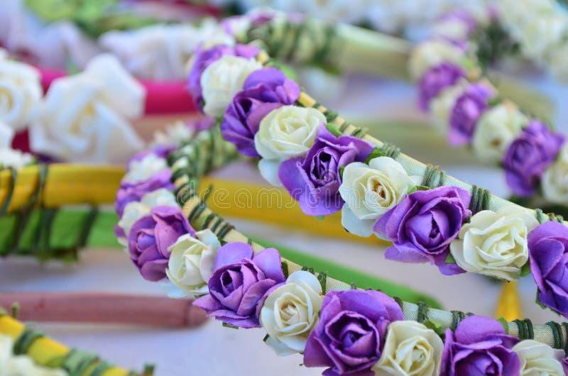 Bande de cheveu avec des fleurs images stock