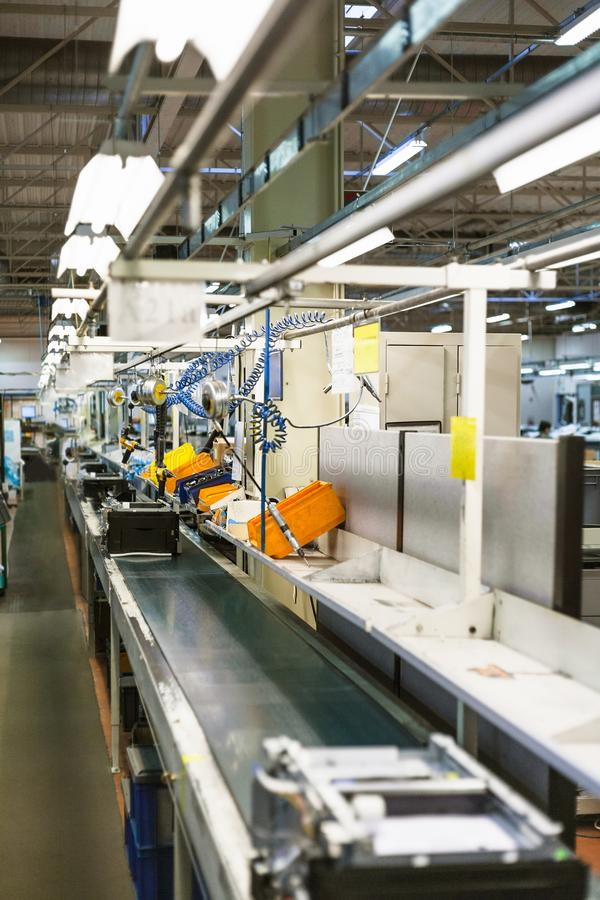 bande de conveyeur de chaîne de montage pour des equipmen de bureau images stock