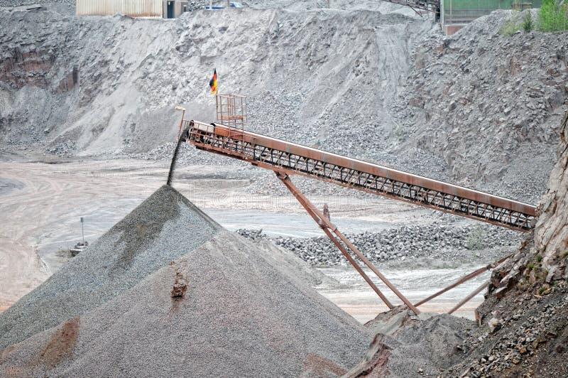 Download Bande De Conveyeur Dans Une Mine D'exploitation à Ciel Ouvert De Roche De Porphyre Photo stock - Image du ouvert, fabrication: 76079092