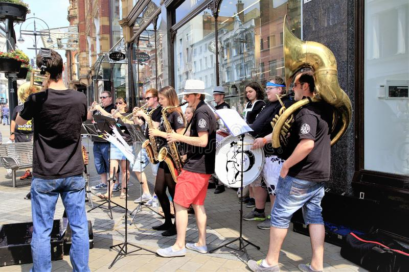 Bande des musiciens de rue, Leeds, Yorkshire, R-U photo stock