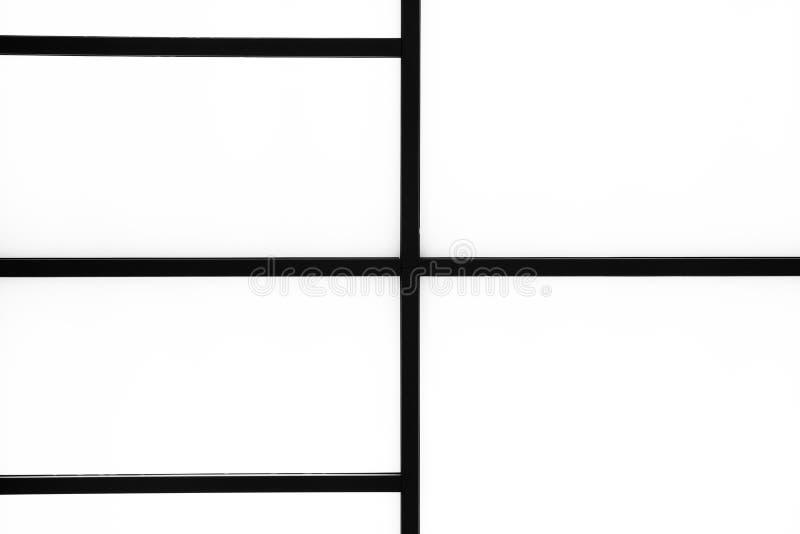 Bande nere geometriche astratte su un fondo bianco luminoso, m. fotografia stock libera da diritti